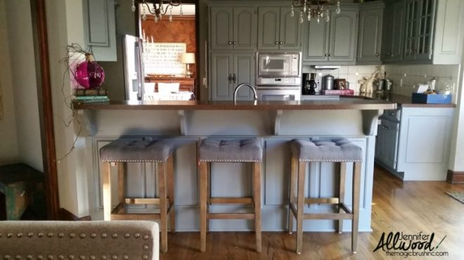 These ten bloggers created farmhouse style kitchens on small budgets. Some of them spent under $500! Click to see their inspirational designs at www.centsiblechateau.com