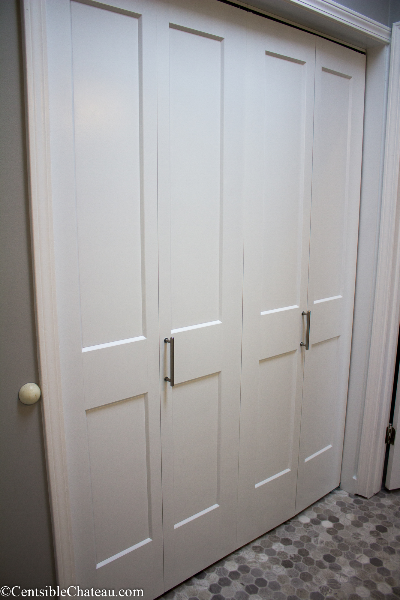 The doors of the closet with their own hands. How to assemble and install sliding doors for the closet with your own hands Mounting the doors of the closet with your own hands