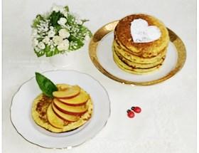 Recette Weight Watchers de pancakes aux flocons d'avoine et fromage blanc à 0% de matière grasse acommpagnés de fruits frais de saison
