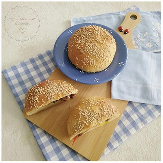 Buns farcis : haricots blancs, poireaux et champignons. Recette Fins de Mois Difficiles. Recette végétalienne. Petits pains maison farcis, buns maison pour se régaler sans ruiner son portemonnaie. #FDMD #VivreMieuxAvecPeu
