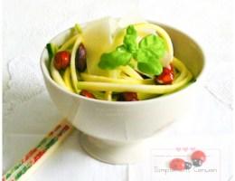 Salade de courgettes crues aux noisettes et parmesan