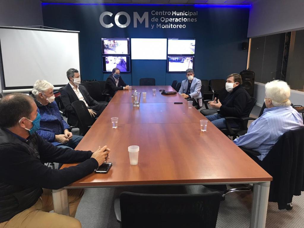El intedente Guillermo Montenegro junto a empresarios y directivos de CEPA