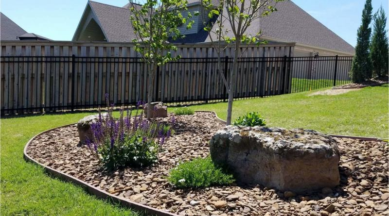 19 Landscaping Ideas With Rocks And Mulch Ceplukan