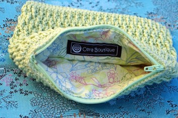 Crochet Pouch with Zipper in Green - Cera Boutique