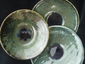 trio de pratos em ceramica