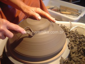 acabamento no torno ceramico