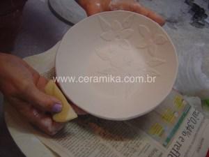 aplicação de recortes em massa de porcelana
