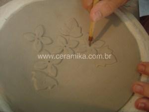 modelada com placa em molde de gesso