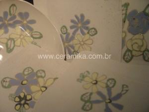 pratos artesanais em porcelana