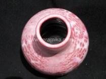 cristais cor de rosa no esmalte ceramico