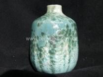 cristais no vaso em ceramica