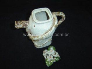 jarra decorada com cobra