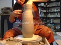 ceramica modelada em torno eletrico