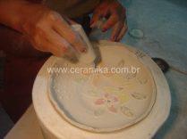 peça em porcelana feita em molde de gesso