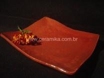 prato quadrado com esmalte vermelho