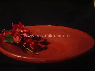 esmalte vermelho na peça ceramica