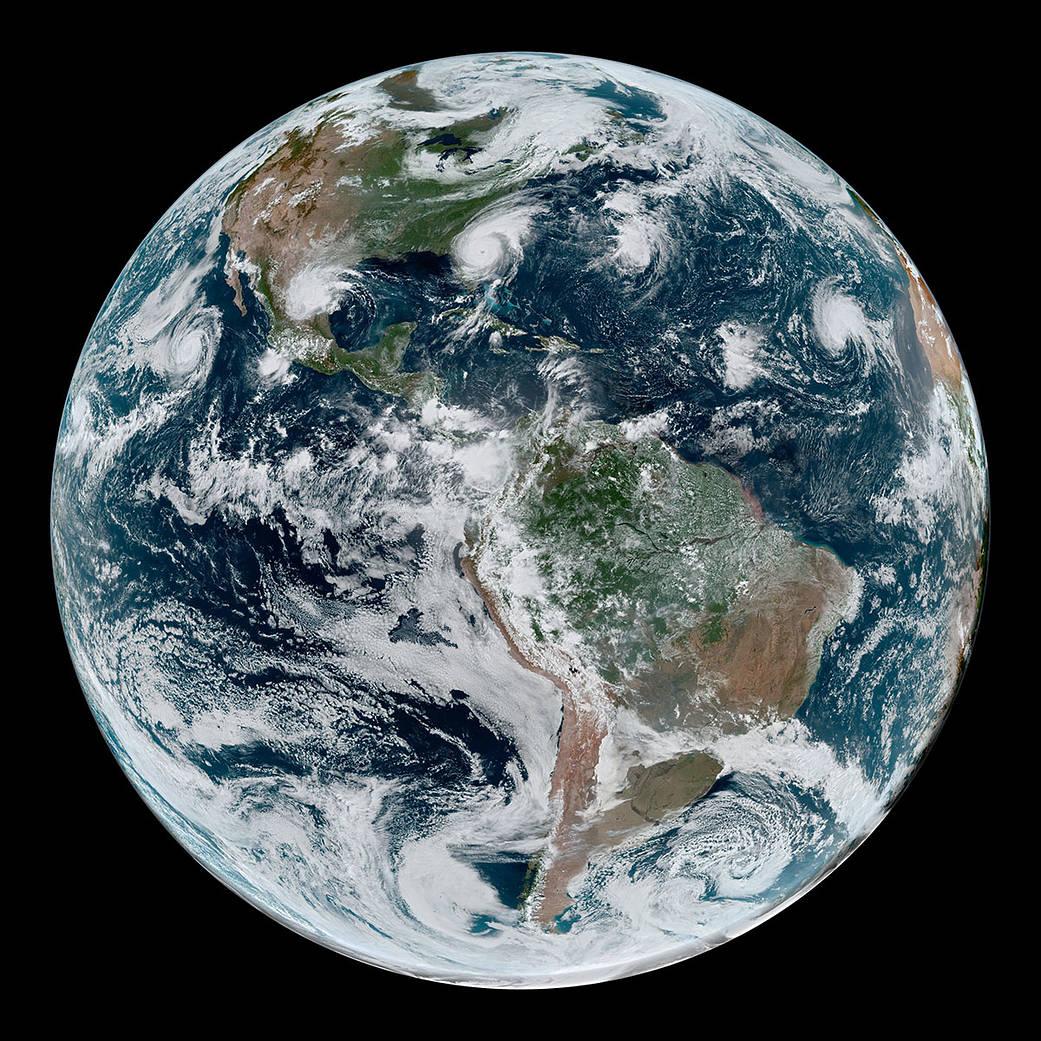 Tierra iluminada, por NASA