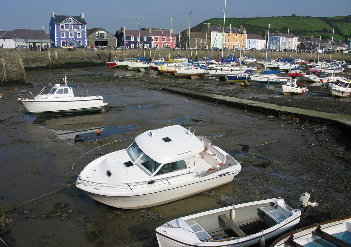 Aberaeron boats and harbour - Discover the archaeology, antiquities and history of Ceredigion
