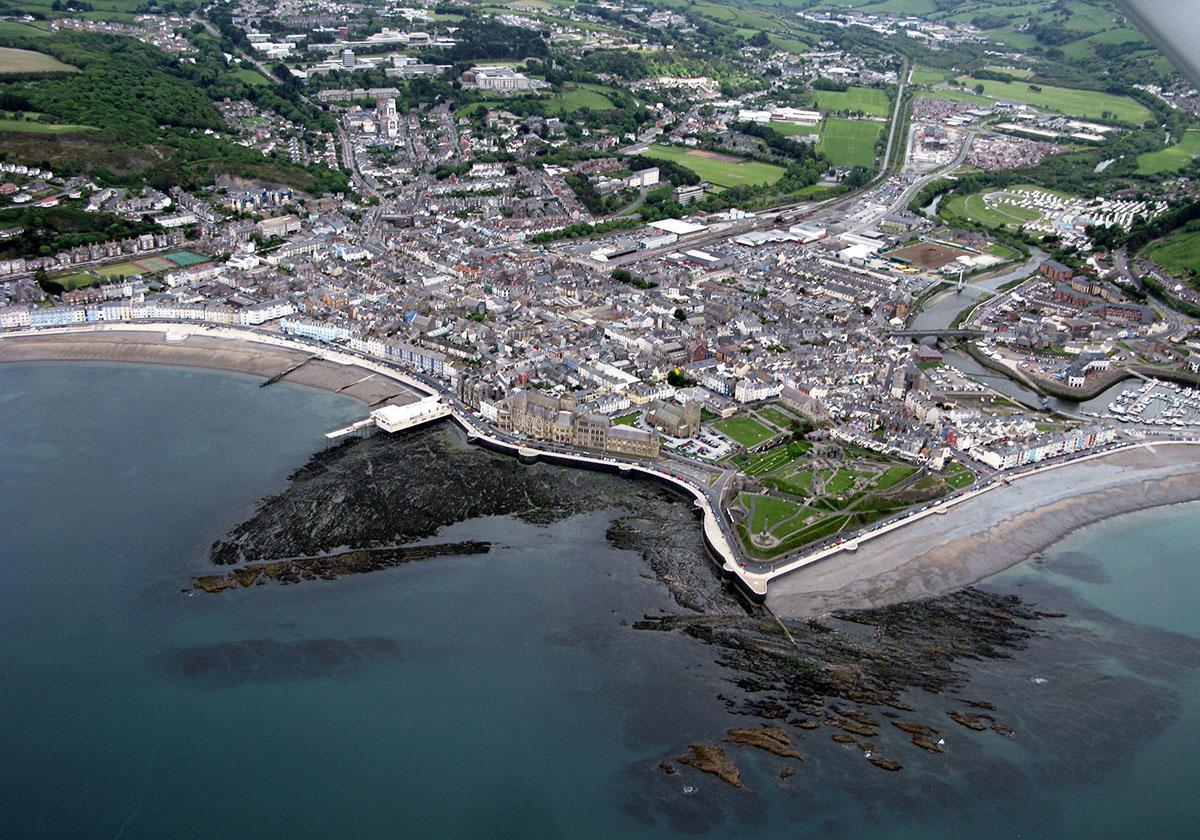 Tref Aberystwyth - Darganfyddwch archeoleg, hynafiaethau a hanes Ceredigion