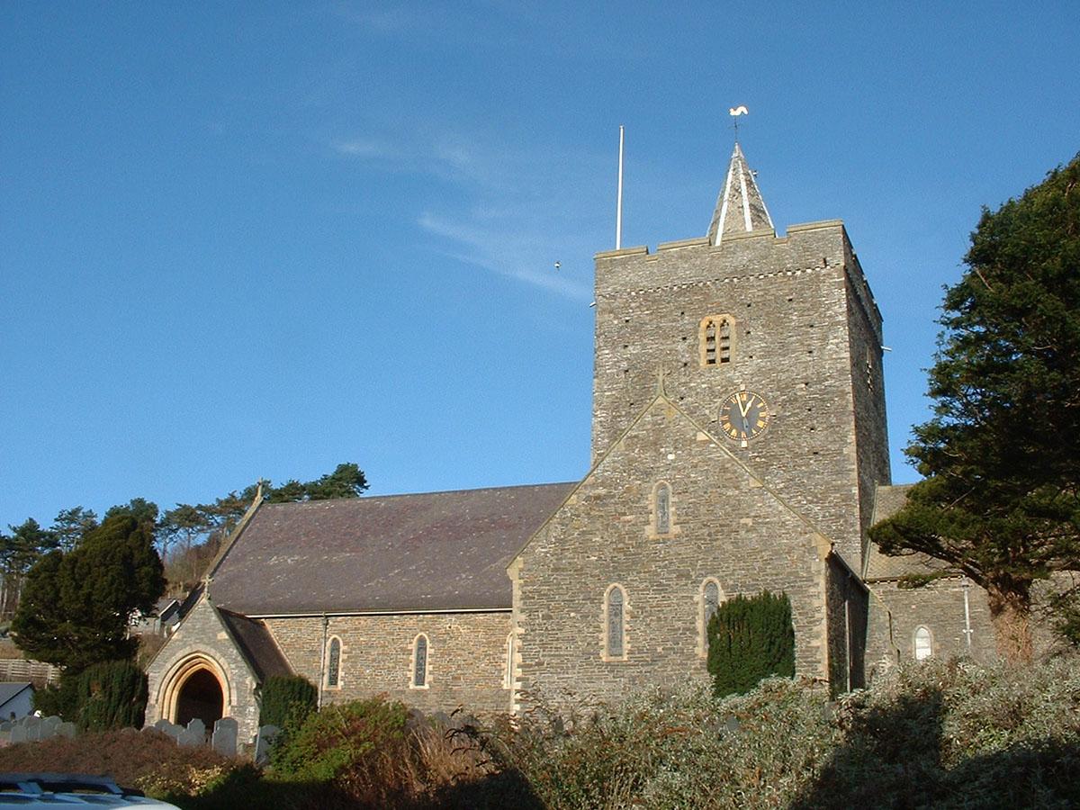 Eglwys Llanbadarn Fawr - Darganfyddwch archeoleg, hynafiaethau a hanes Ceredigion