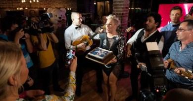 Okružena prijateljima i kolegama Indira blistala na proslavi svog rođendana