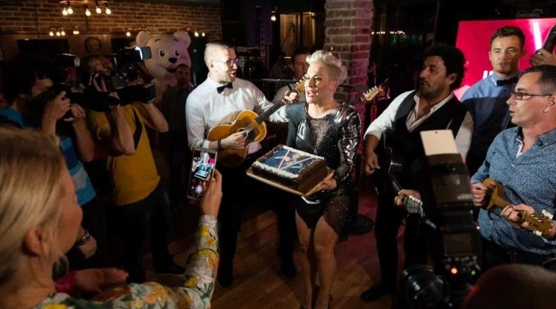 Cukeraj je Indiri poklonio njezinu omiljenu čokoladnu tortu