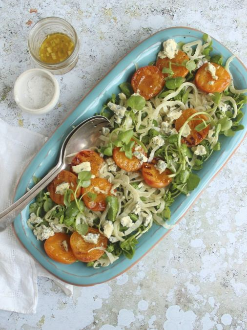 Griddled apricot salad with fennel, watercress & blue cheese