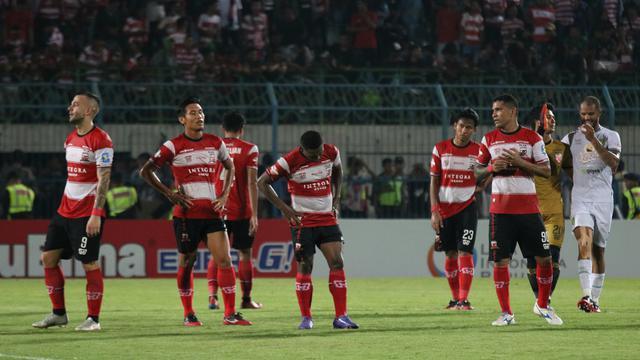 Kalah dari Persebaya, Pelatih Madura United Menyalahkan Wasit