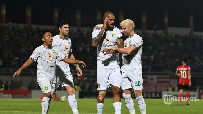 Aji Santoso Puas Persebaya Membungkam Bhayangkara FC 4-0
