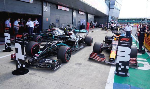F1: Lewis Hamilton Tetap Juara meskipun Mobilnya Bermasalah di Putaran Terakhir