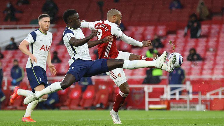 Alexandre Lacazette Merasa Beruntung Bisa Mendapat Penalti saat Menghadapi Tottenham