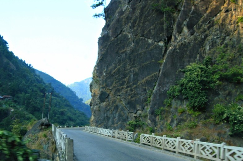 In the edge..., road to Mugling, Nepal