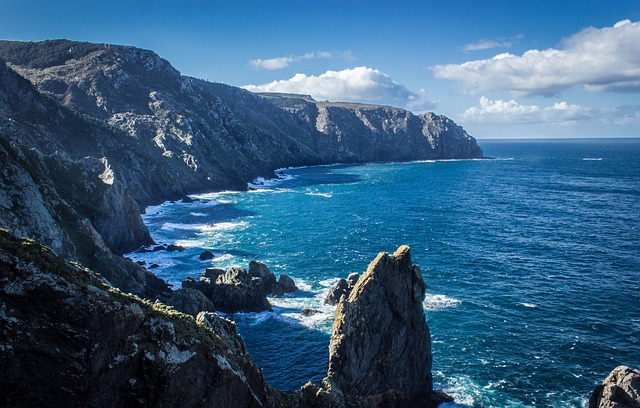 cliff-435781_640