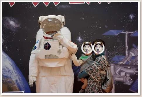 宇宙服と記念撮影