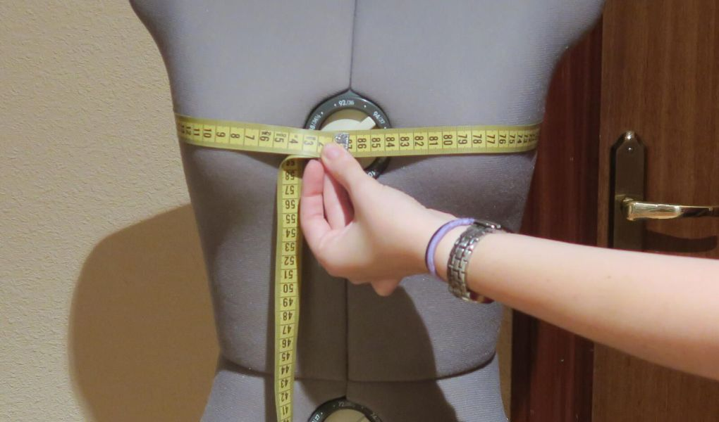 Como tomar medidas anatómicas del contorno de pecho