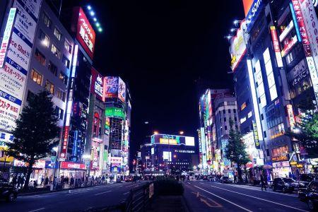 Vida nocturna en Shinjuku, Tokio, Japón