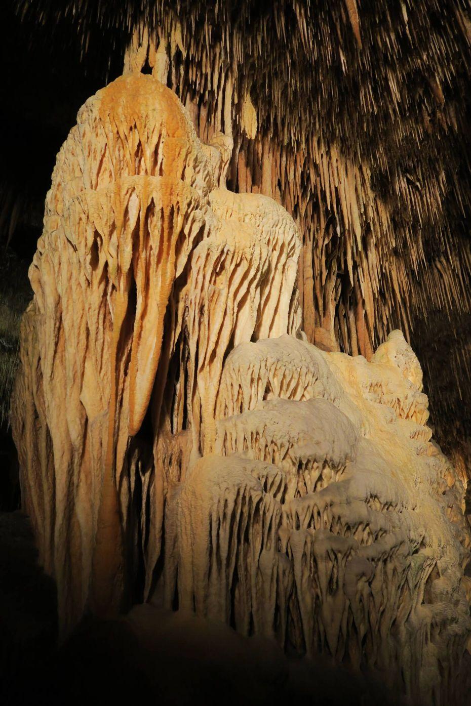 Formaciones geológicas en las Cuevas del Drach en Mallorca, España