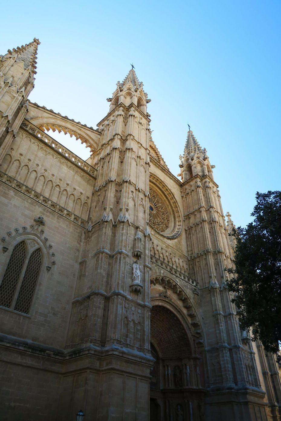 Entrada de la Catedral de Santa María de Palma de Mallorca, España