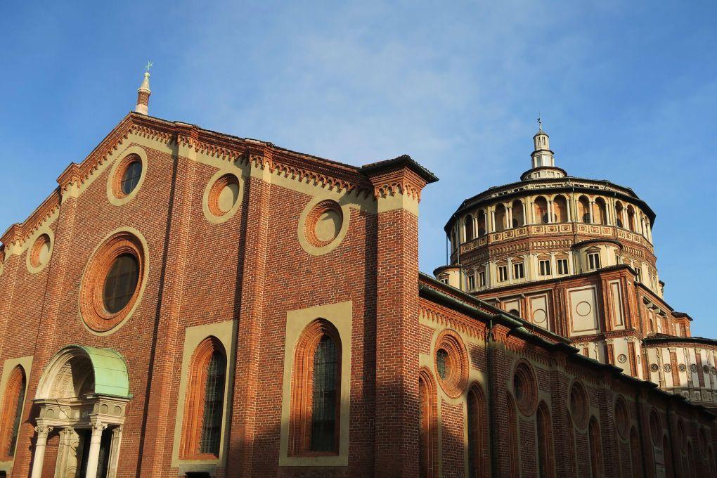 Iglesia de Santa María delle Grazie, en cuyo interior está La última cena de Leonardo da Vinci en Milán, Italia
