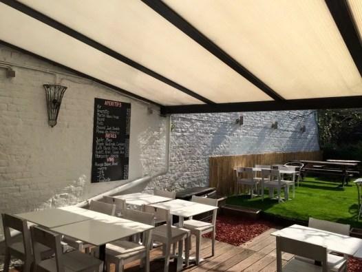 Sandwicherie a remettre à Jette avec 36 place + jardin et terrasse couverte