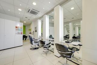 Salon de coiffure à remettre à Tournai (région) - 8 places
