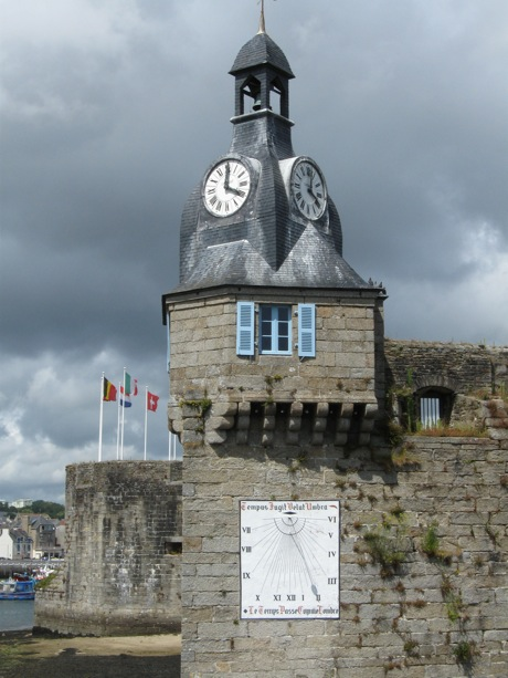 Vieilles horloges de Concarneau à l'heure