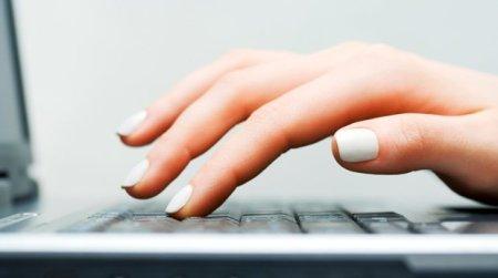 ordinateur-femme-clavier