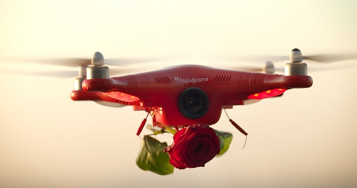 Love is in the air ! Cupidrone Saint-Valentin