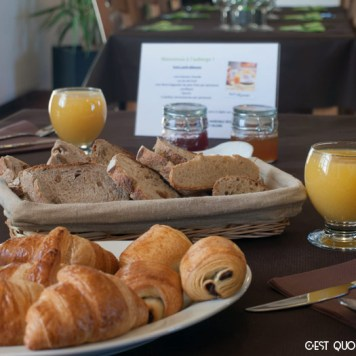 Petit-déjeuner en chambre d'hôtes aux Terres de Saint-Hilaire