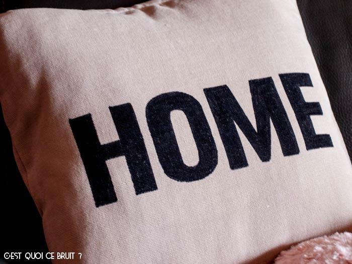 Relooker un coussin facilement en coussin Home