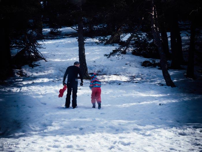 Journée en famille à la neige à Gréolières : descentes de luge