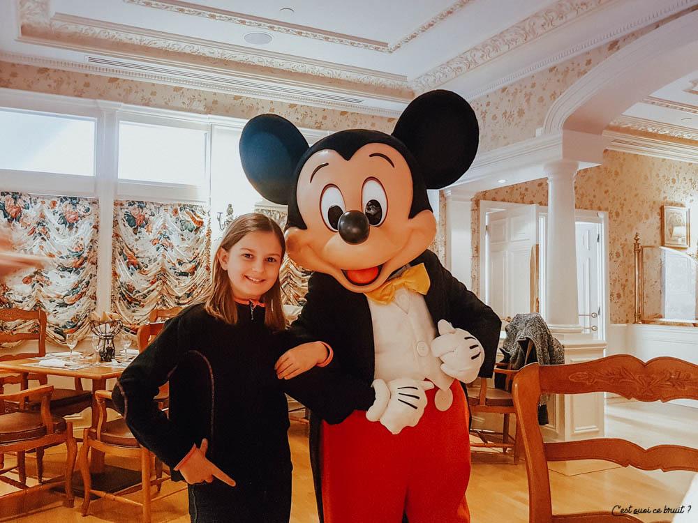 Disneyland Hotel Buffet Inventions manger avec Mickey