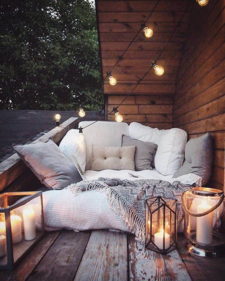 Aménager un coin hygge et cocooning sur une petite terrasse