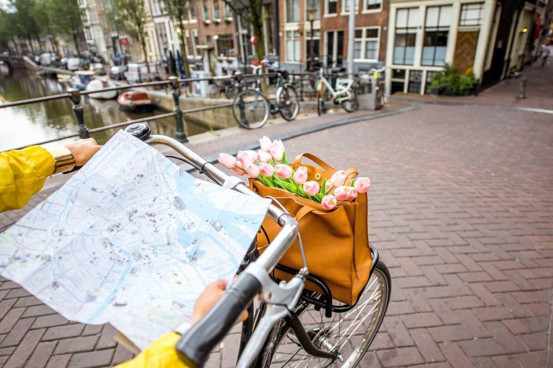 Visiter Amsterdam à velo en famille, une bonne idée pour se balader avec les enfants
